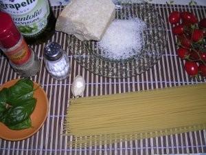 ingrediente reteta spaghete cu rosii si busuioc