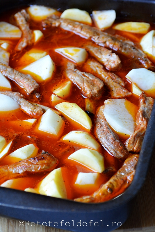 coaste de porc cu cartofi la cuptor
