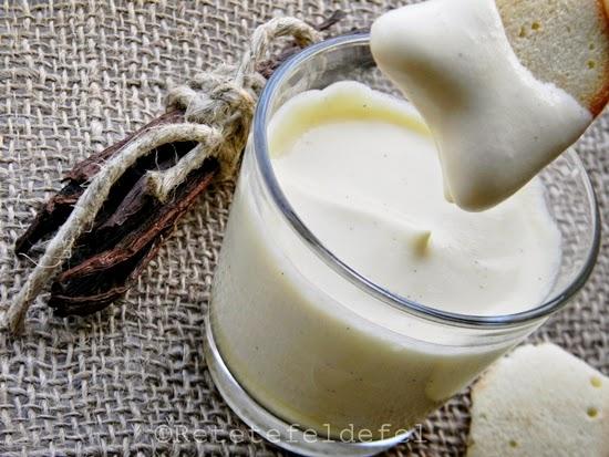 Zabaione de vanilie cu frisca si limbi de pisica