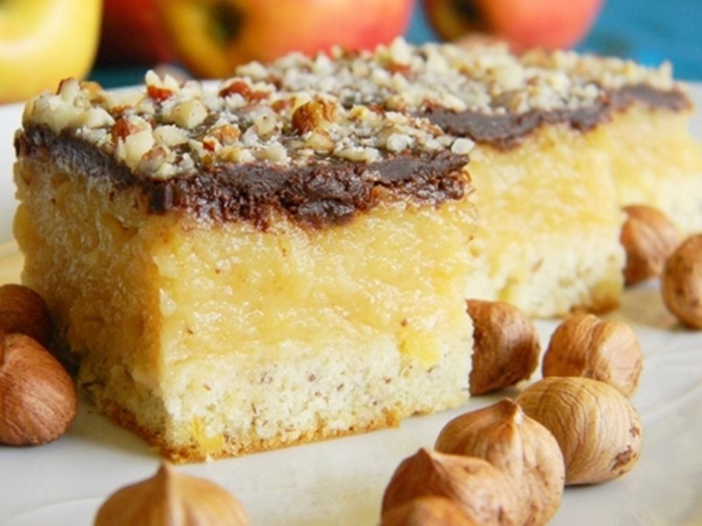 Prajitura cu mere si alune de padure
