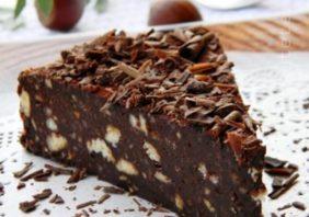 tort de biscuiti cu ciocolata si alune