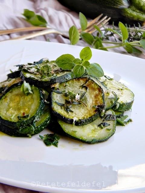 Zucchini cu ierburi aromate si usturoi