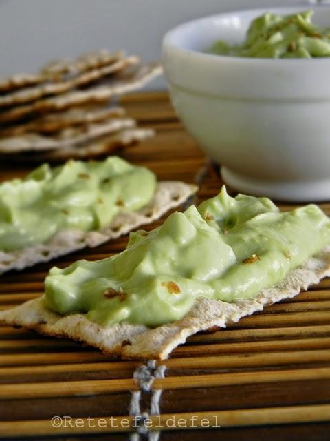 Crema de avocado si iaurt