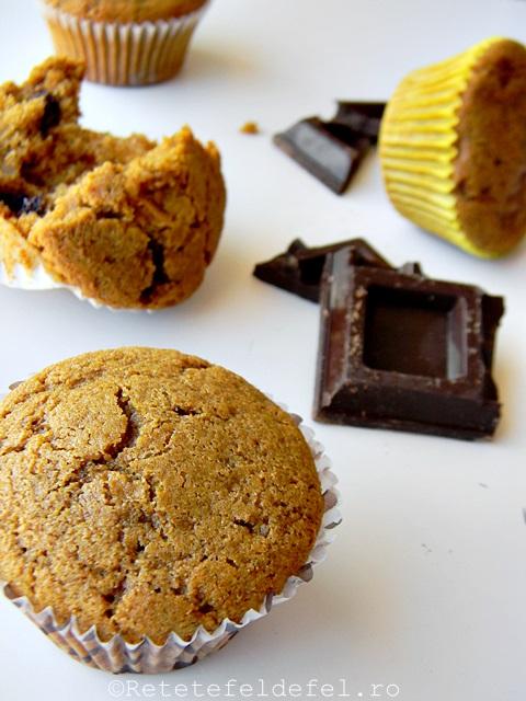 Muffins integrali cu banane si ciocolata