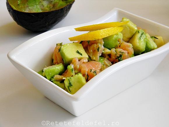 salata de avocado cu somon afumat