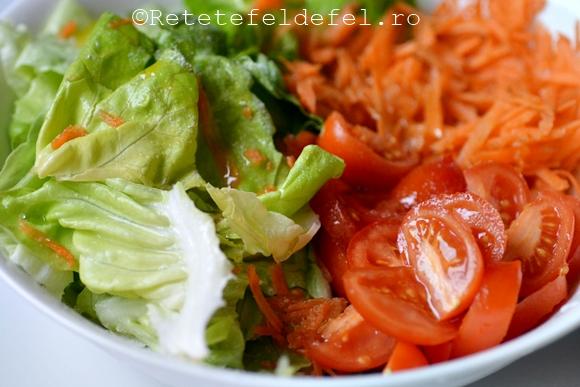 salata verde cu rosii si morcovi