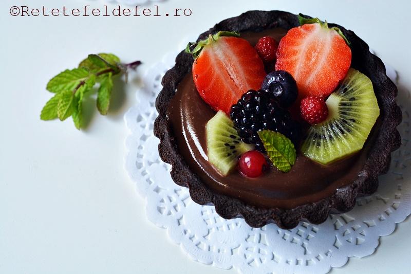 mini tarte cu ciocolata si fructe