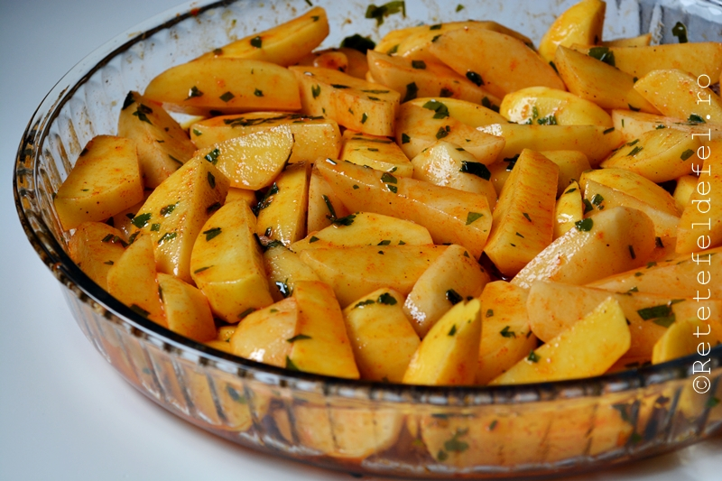 cartofi cu paprika si patrunjel la cuptor