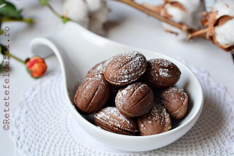 nuci cu cacao si crema de vanilie