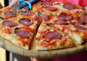 pizza cu salam
