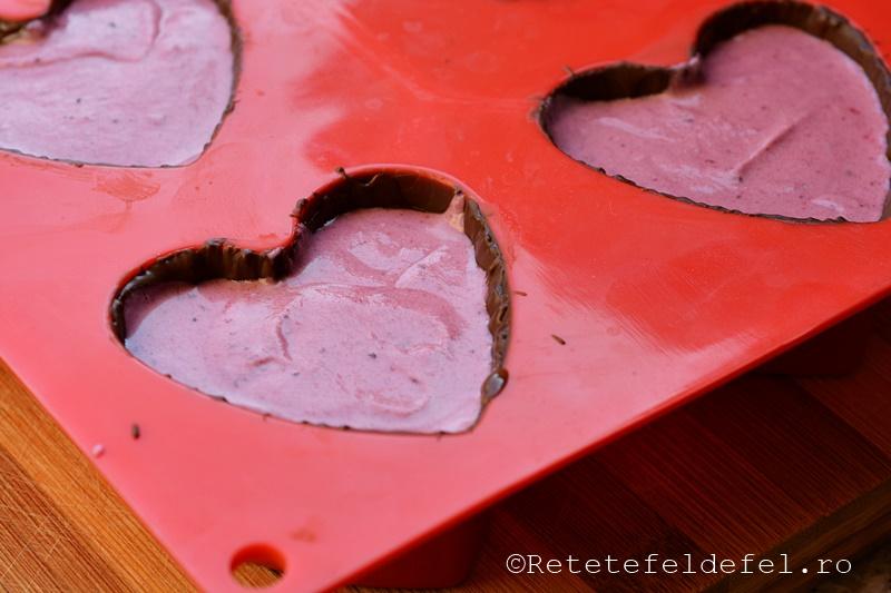 inimioare-de-ciocolata cu mousse de fructe de padure