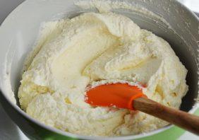 crema de mascarpone cu nuca de coco