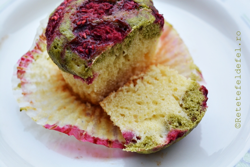 muffins cu zmeura si matcha