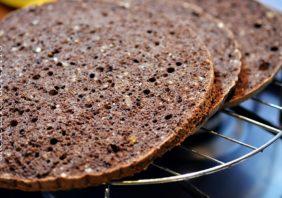 blat de tort cu cacao si alune