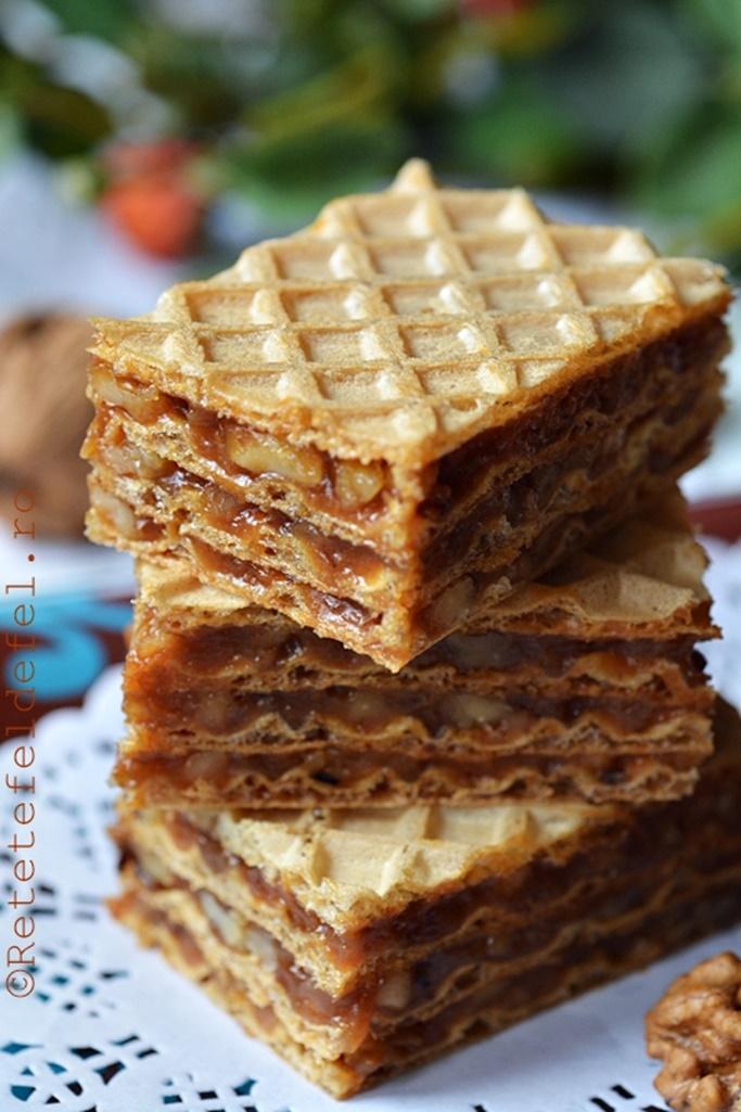 Foi de napolitane cu nucă și caramel