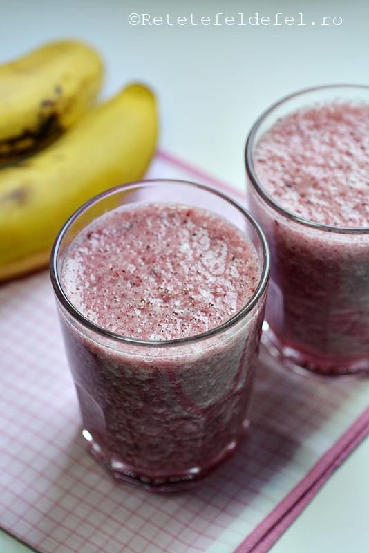 smoothie de banane si fructe de padure
