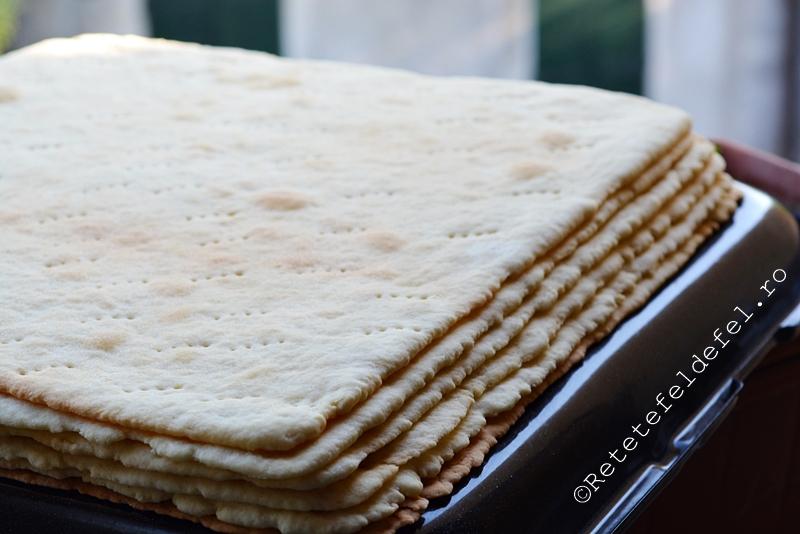 foi pentru prajituri coapte pe dosul tavii