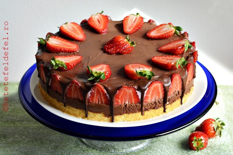 Tort cu mousse de ciocolata si capsuni