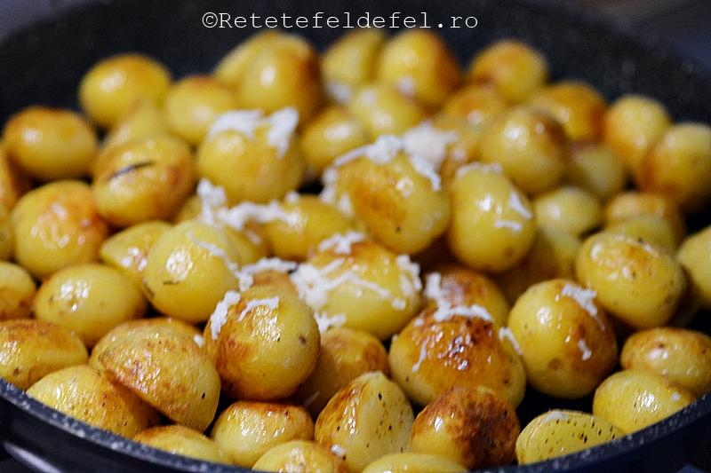 cartofi noi cu rozmarin si usturoi