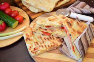 Sandvișuri la tigaie din aluat dospit