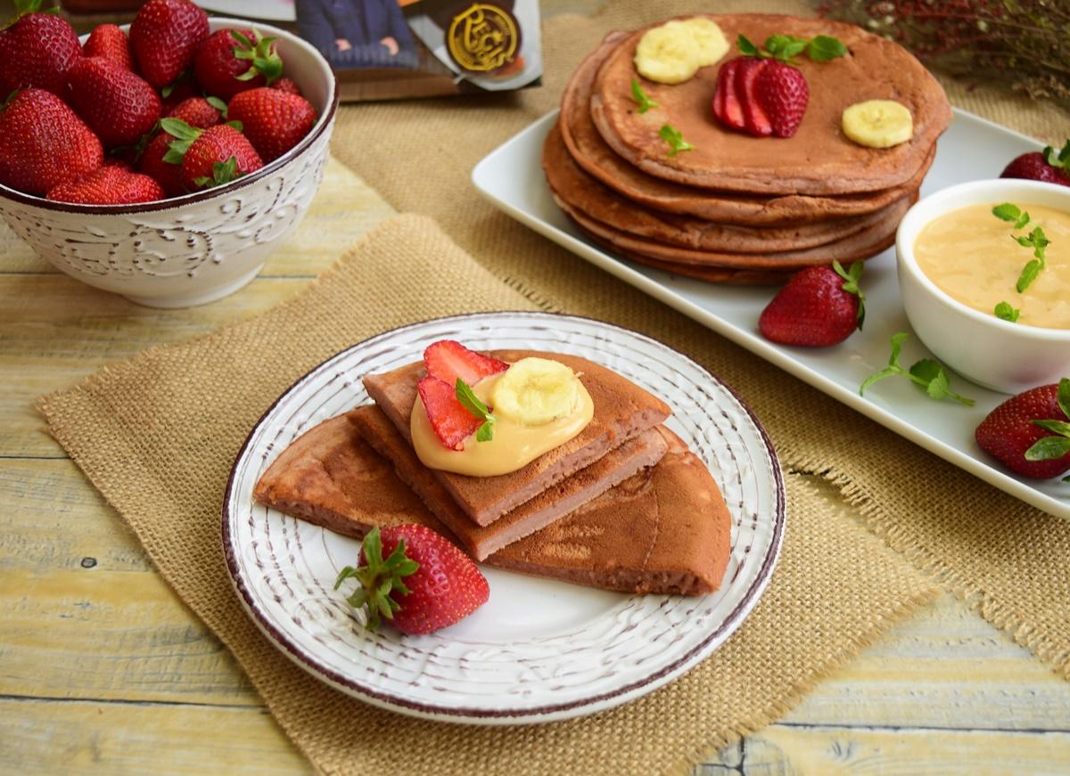 Pancakes cu banane și căpșune