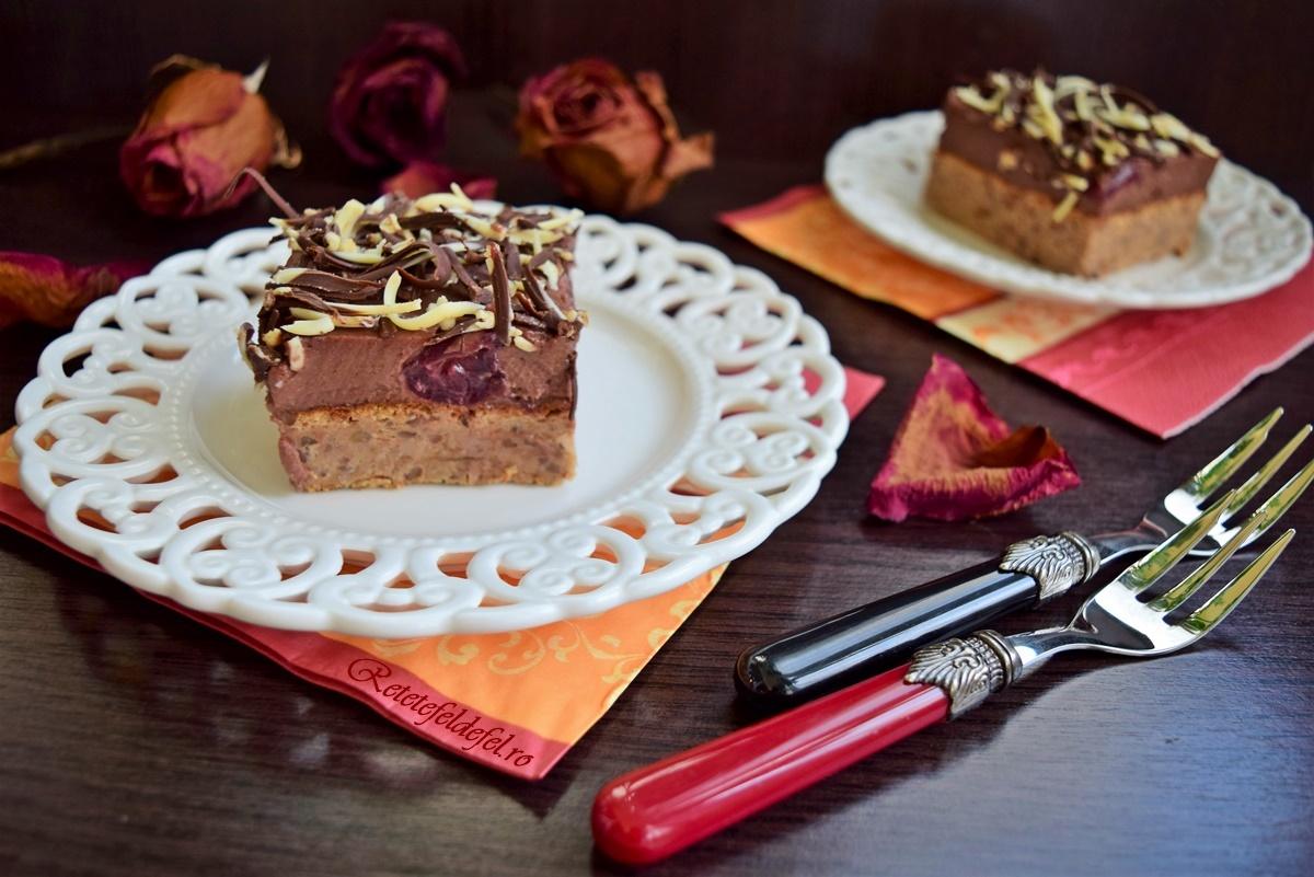 Prăjitura combinată cu vișine și caise