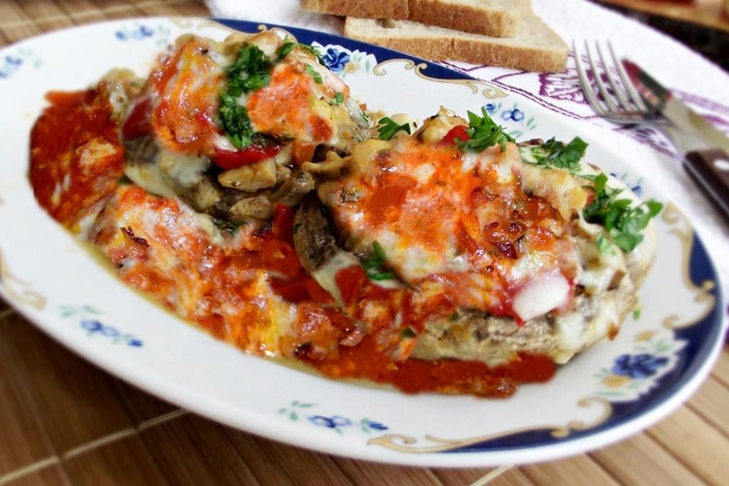 Ciuperci umplute și gratinate la cuptor