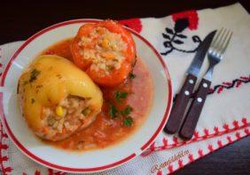 Ardei umpluți cu legume și orez