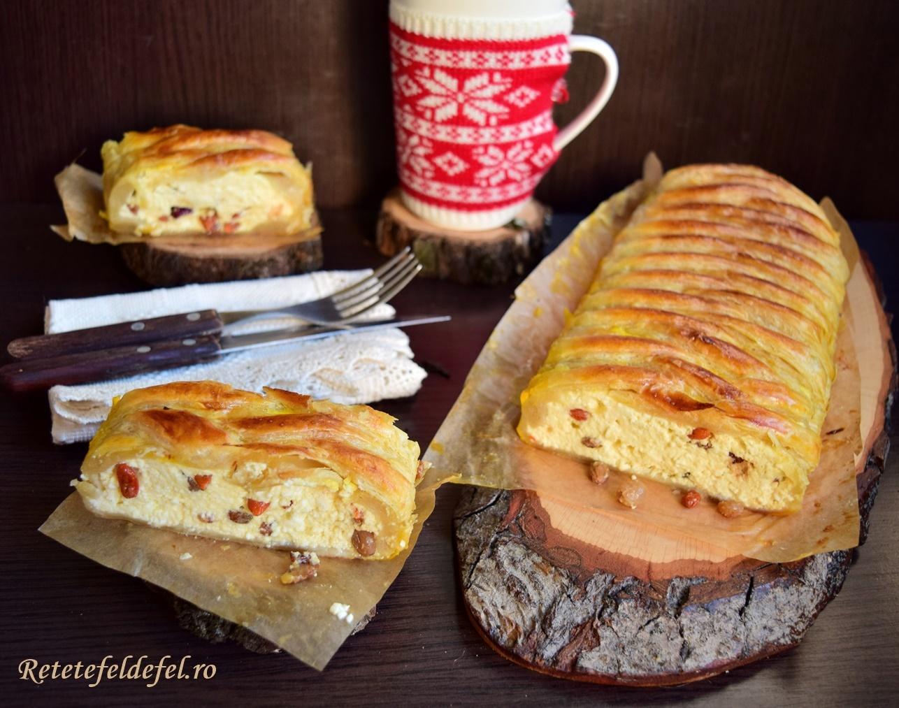 Plăcinte împletite cu brânză și fructe confiate