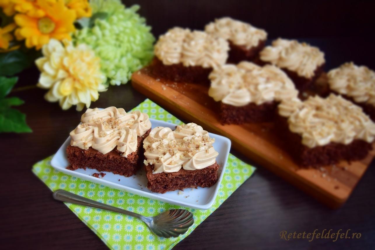 Prăjitură din albușuri cu cremă caramel