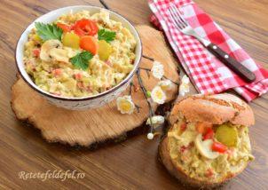 Salată de ciuperci cu piept de pui și murături
