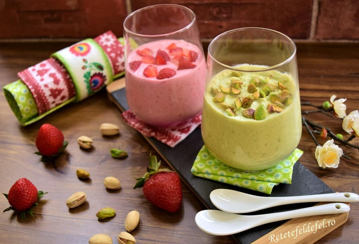 Creme aperitiv cu avocado și căpșuni