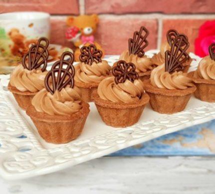 Mini tarte cu ciocolată și aluat cu cacao