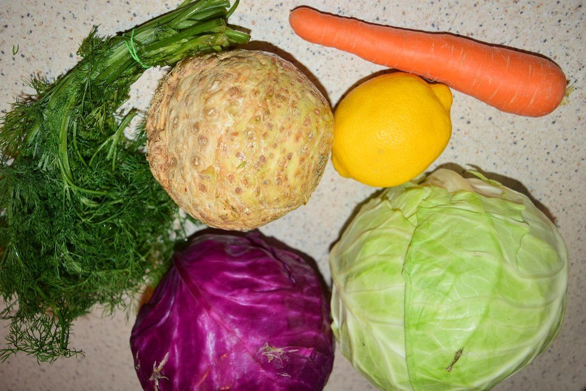 Ingrediente salată de varză în straturi