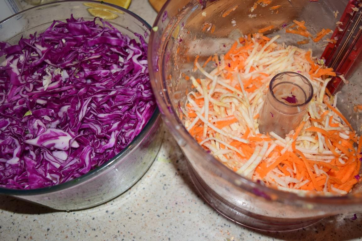 varză roșie și morcov cu țelină