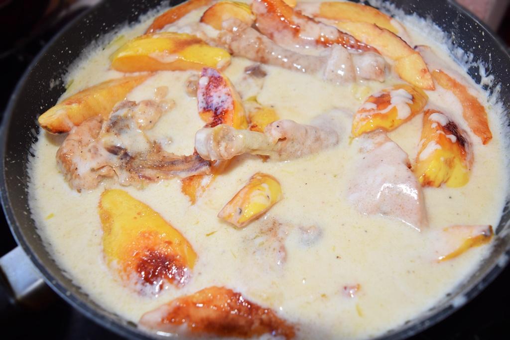 Mâncare de pui cu gutui caramelizate