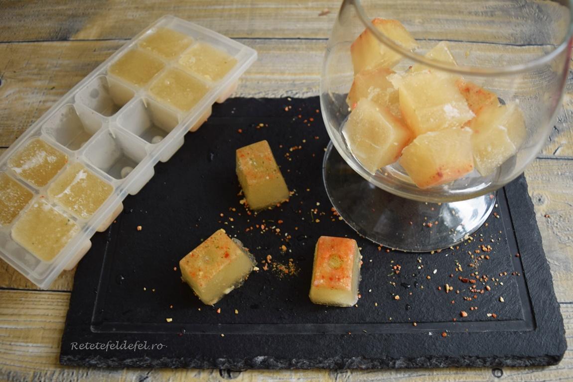 Cuburi din supă concentrată de pui