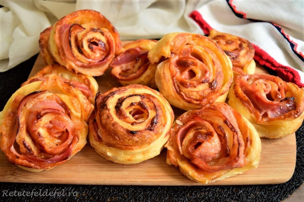 Trandafiri din foietaj cu bacon și mozzarella