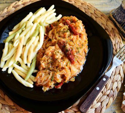 Mâncare de varză cu paste tricolore