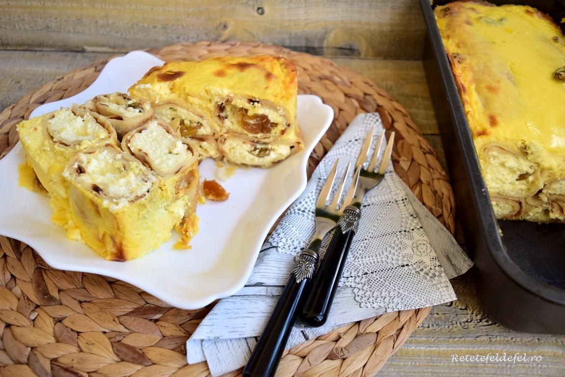 Budincă de clătite cu brânză dulce și stafide, porționată