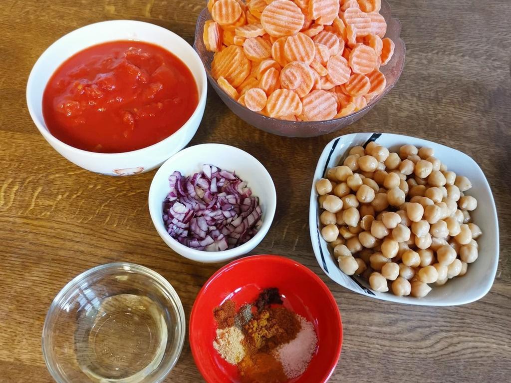 Ingrediente pentru Curry de năut cu morcovi și ceapă roșie