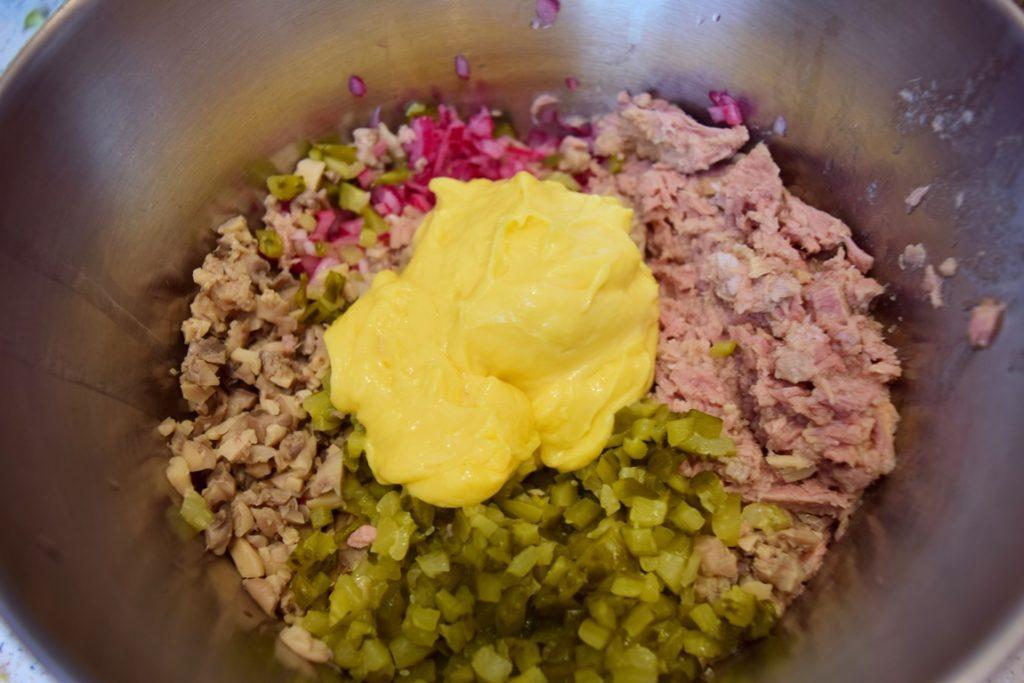 Ingrediente pentru Salată de ciuperci cu ton și castraveciori acri
