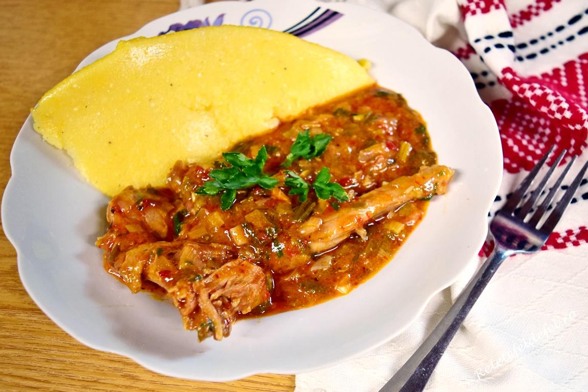 Mâncare de iepure cu praz și mămăliguță
