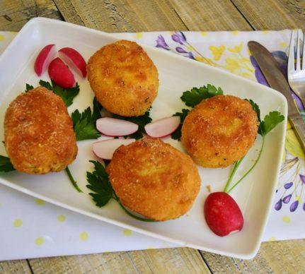 Ouă pane umplute cu ton și cremă de brânză