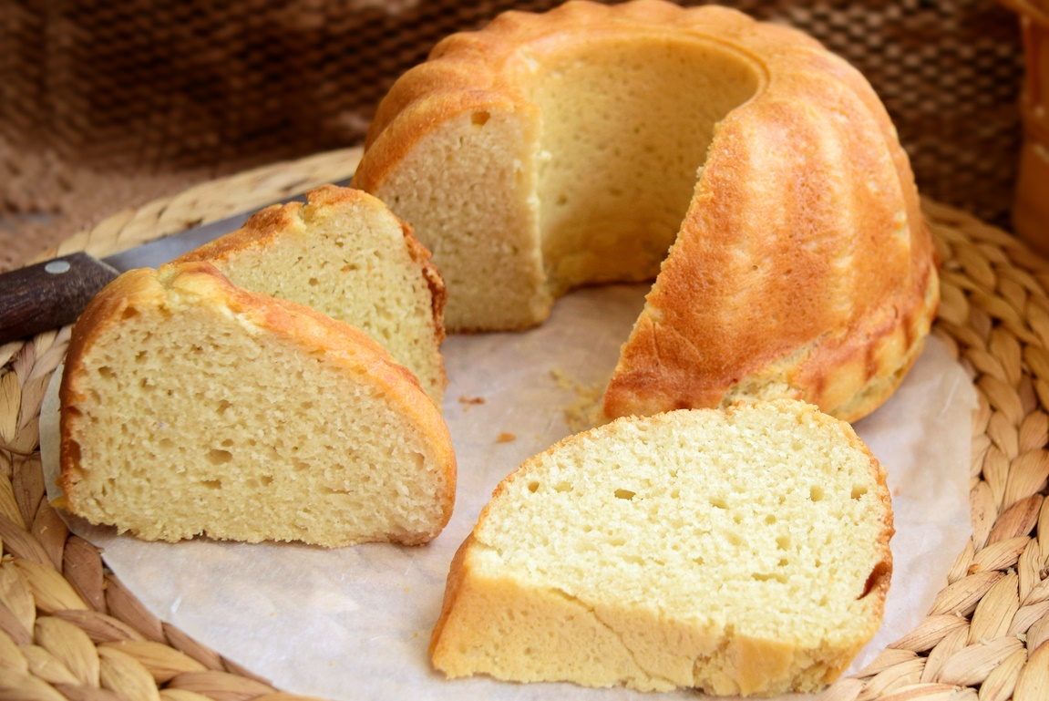Pâine cu cartofi în aluat, feliată