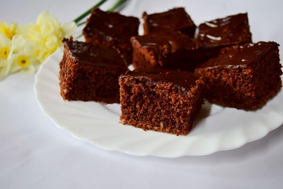 Negresă din albușuri cu glazură de ciocolată