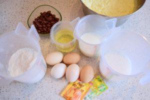 Ingrediente pentru prăjitura turnată cu brânză și stafide
