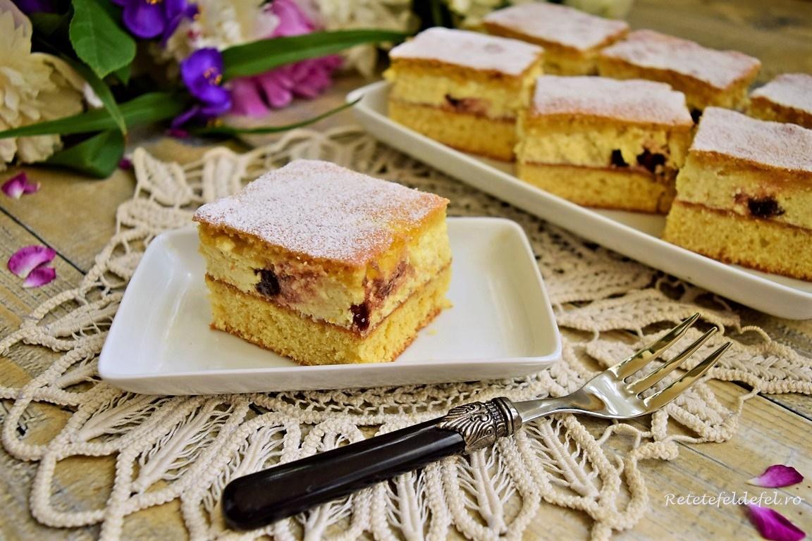 Prăjitură turnată cu brânză și stafide în ciocolată