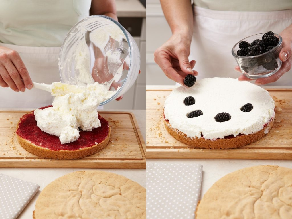 Colaj de poze cu pașii de asamblare tort cu mure și zmeură