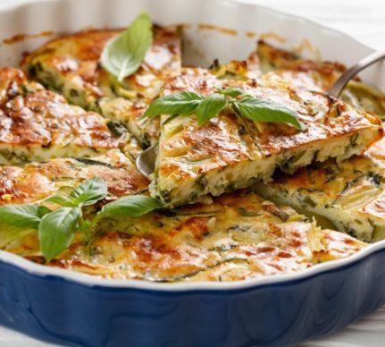 Budinca aperitiv cu dovlecei și brânzeturi în forma de copt